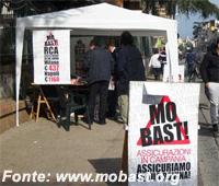 Mo Bast!: raccolta firme contro il caro assicurazione auto a Napoli
